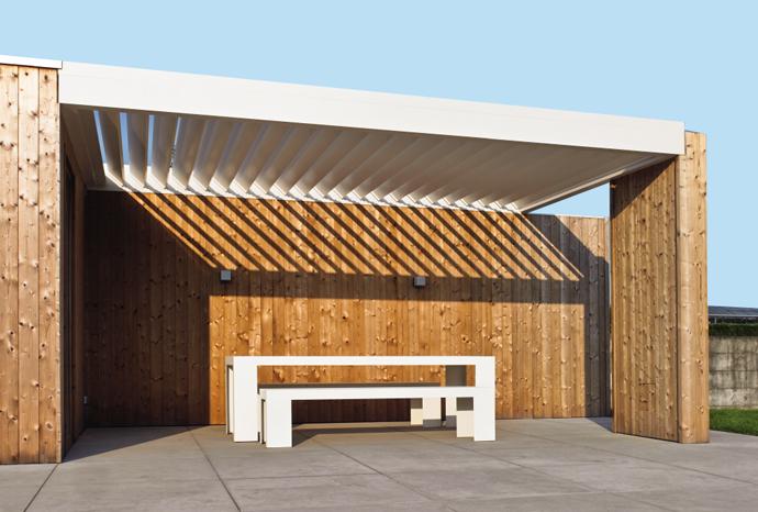 La toiture Algarve Roof d renson est une toiture bioclimatique à lames orientables