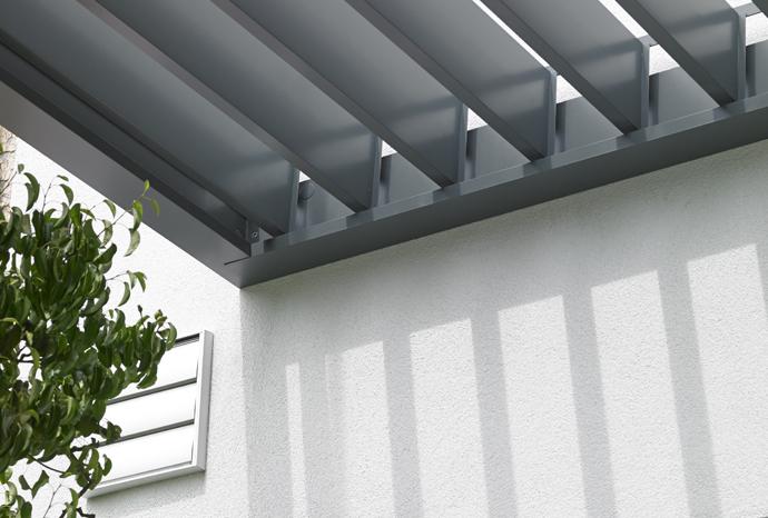 lames ouvertes d'une toiture bioclimatique
