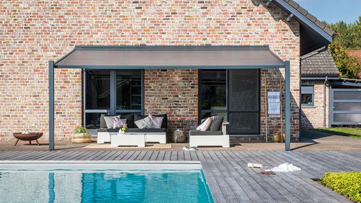 Un toit terrasse incliné réalisé avec une pergola Lapure de Renson