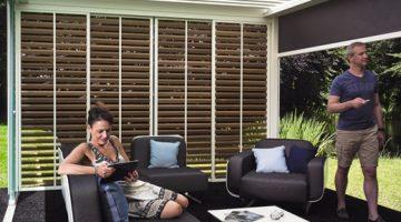 Pergola bioclimatique RENSON à lames orientables et loggia wood