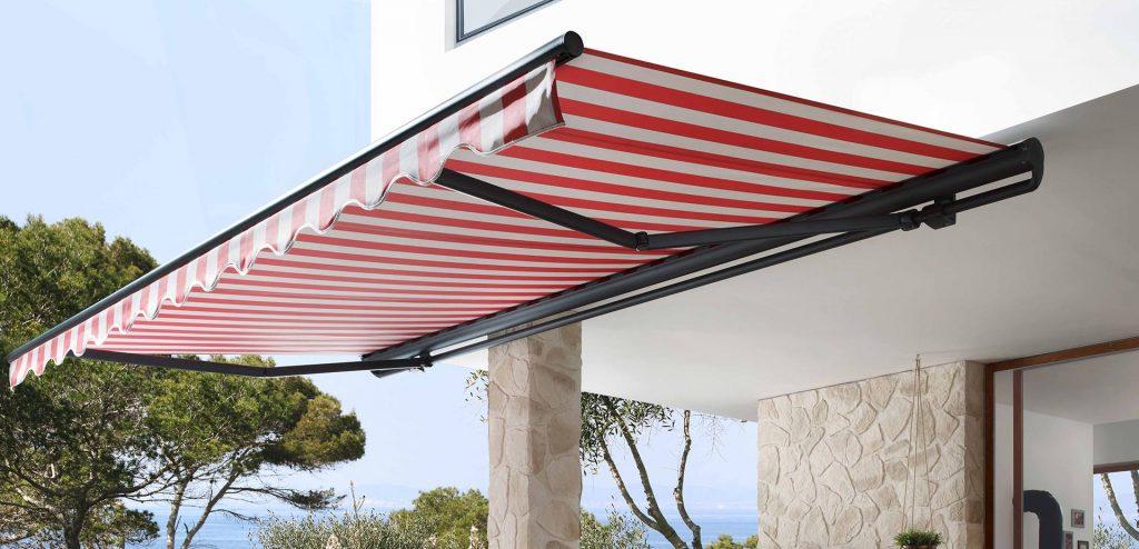 store markilux 1710 ouvert, rayé rouge et blanc