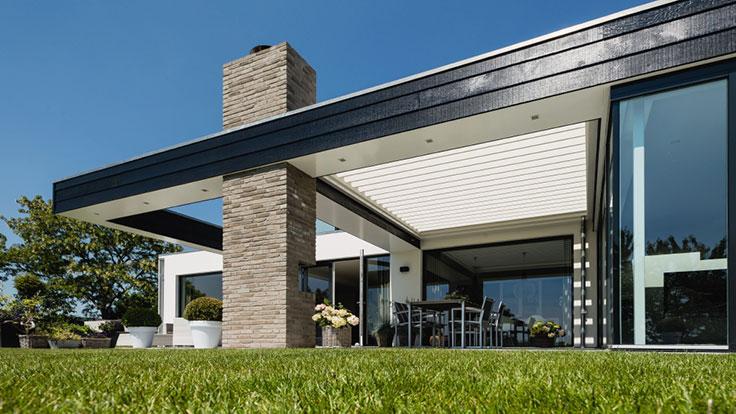 une toiture de terrasse bioclimatique Renson Aero