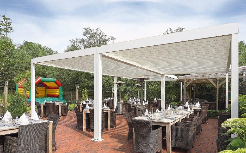 Couverture terrasse restaurant réalisée avec une pergola Algarve Renson