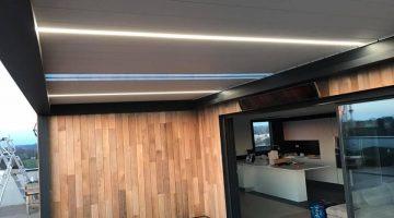 toiture terrasse bioclimatique à lames orientables, lames translucides et lames led
