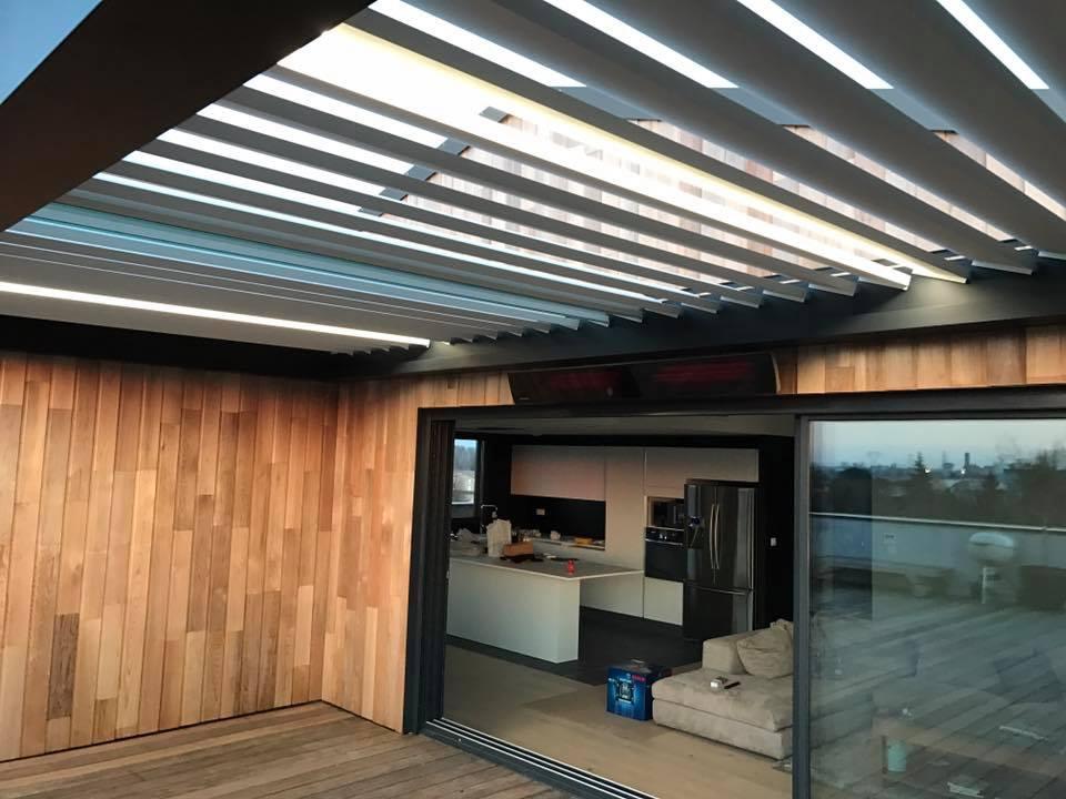 test de l'ouverture des lames d'une toiture terrasse à lames orientables