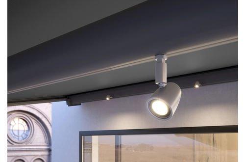 Spots LED sur le tube porteur. Pour des accents de lumières parfaitement placés pendant la soirée. Pivotants et variables, cela va de soi.